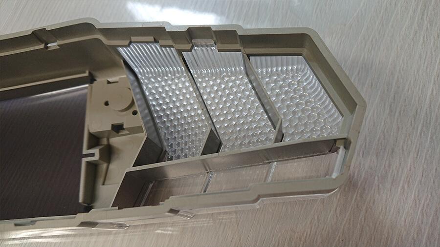 プラスチック成形や金型加工製作、100円均一商品の販売流通開発企業のヴァンテック株式会社 遊戯台のライトカバー